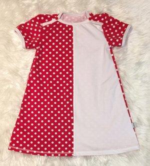 Namn-klänning röd prickar, stl 110
